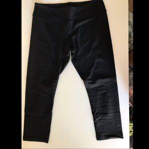 Ivivva black cropped leggings